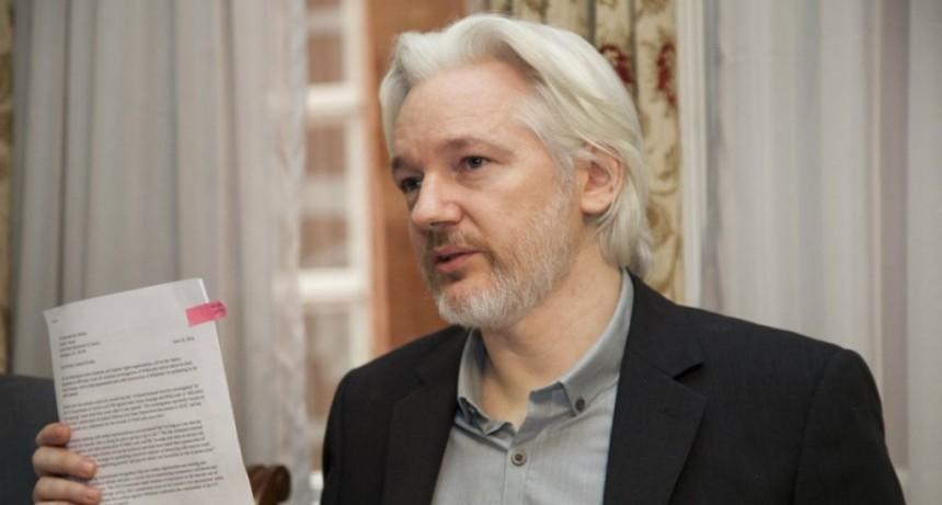 Detuvieron a Julian Assange en la embajada de Ecuador en Londres