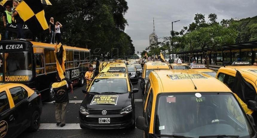 Nueva protesta de taxistas contra Uber y Cabify