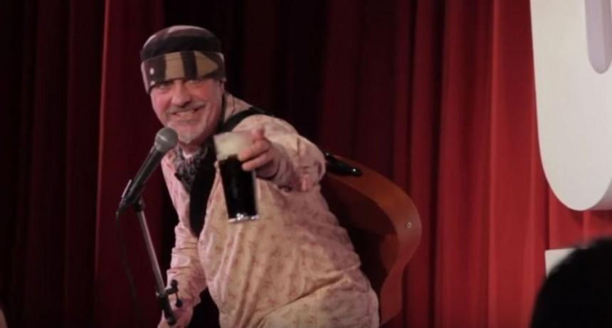 Comediante murió en pleno show y todos pensaron que era un chiste