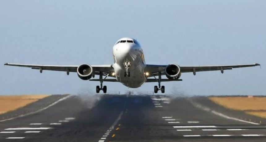 Avión repleto de pasajeros se prendió fuego antes de despegar