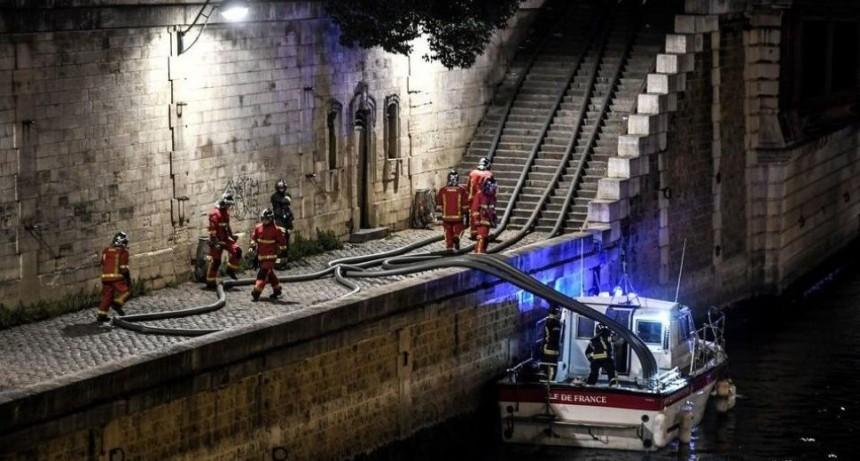 El lugar donde se habría originado el incendio en Notre Dame
