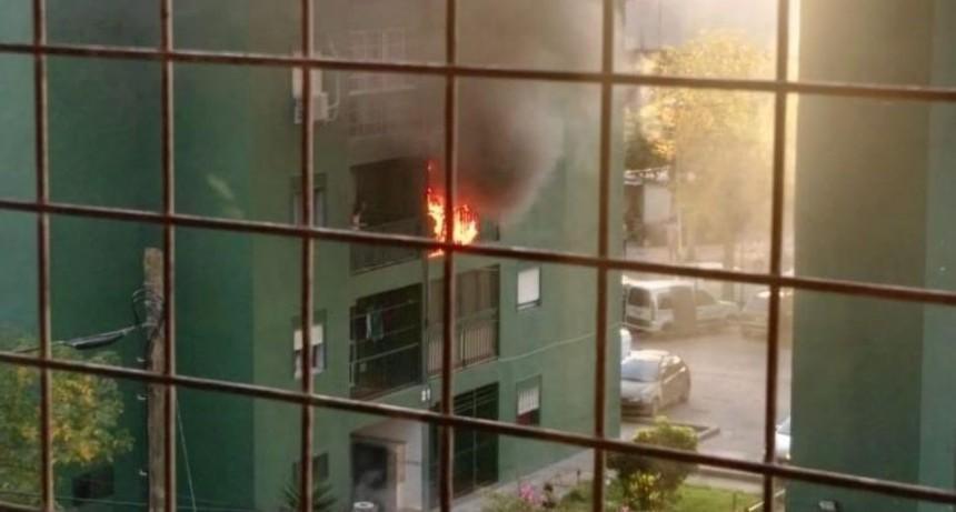 Prendieron una vela por San Expedito e incendiaron la casa