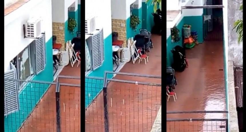 Escrachan a guardería que abandonó un bebé bajo la lluvia