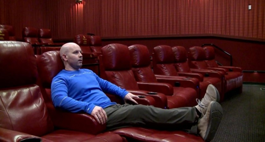 Yanqui de vacaciones rompió récord Guinness mirando una película