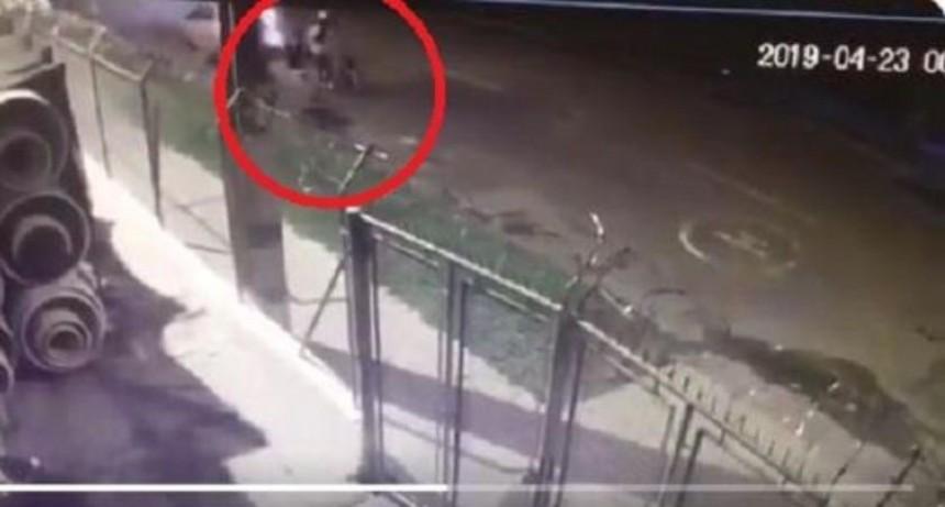 Taxista atropelló, pasó por arriba y arrastró a pasajeras