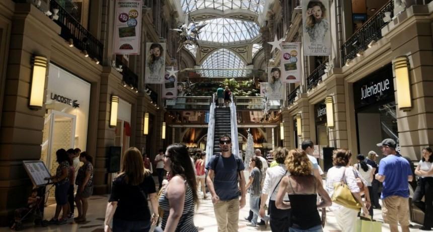 Con ocho meses a la baja, el consumo en supermercados y shoppings bajó 12%