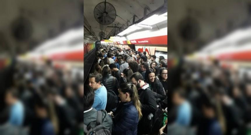 Explosión en la línea B de Subte: el servicio está limitado entre Rosas y Medrano