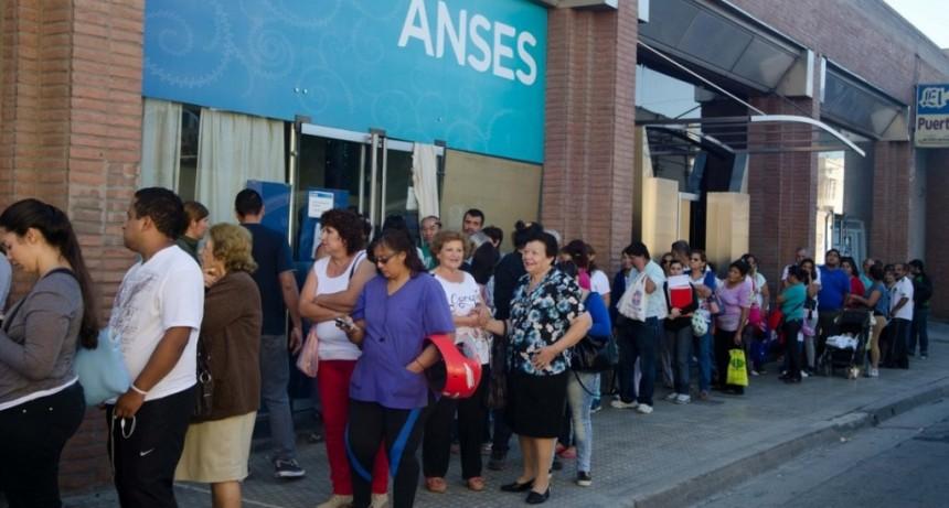 Más de 700 mil jubilados y beneficiarios de AUH pidieron créditos del ANSES por la crisis