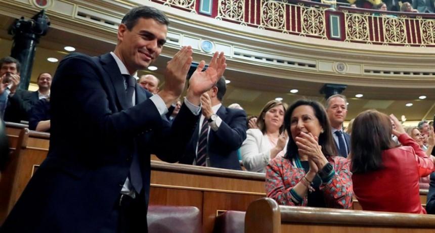 España: El PSOE gana las elecciones generales y la extrema derecha llega al Parlamento