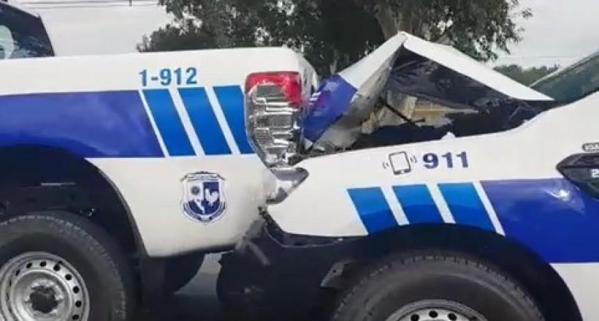Efectivos policiales chocaron 4 camionetas 0 KM