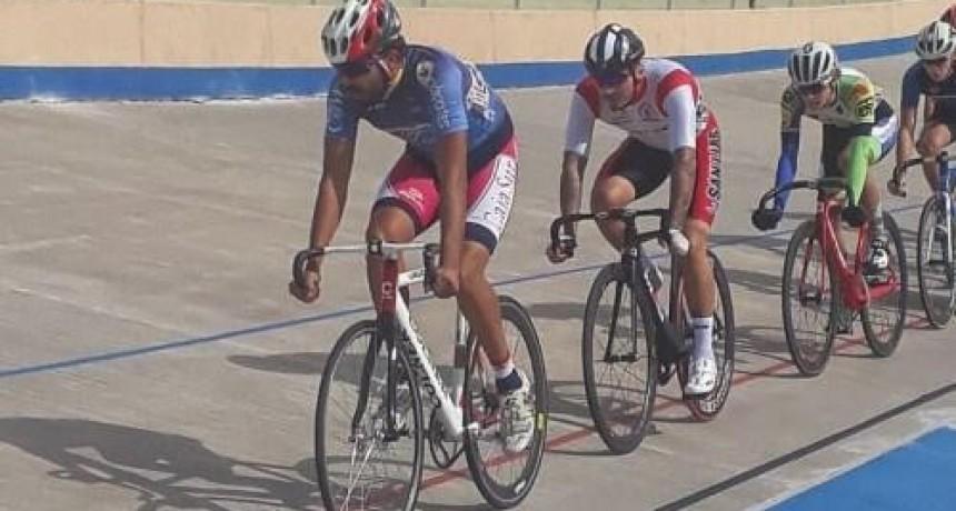 El Velódromo Provincial fue escenario de la 1ª fecha de Ciclismo de Pista y del 1° Duatlón del año