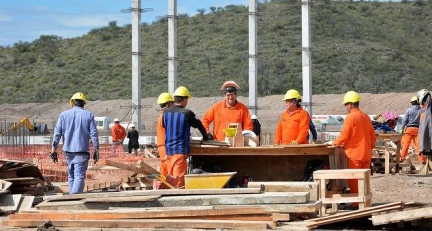 """Ya están de pie las primeras columnas del Hospital Central """"Ramón Carrillo"""" que construye el Gobierno de la Provincia"""
