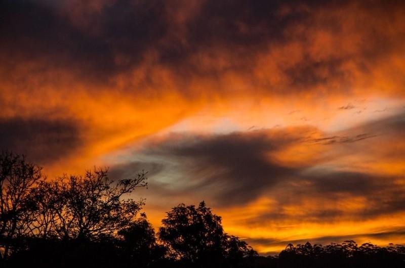 Vecinos aseguran escuchar ruidos en el cielo durante la madrugada