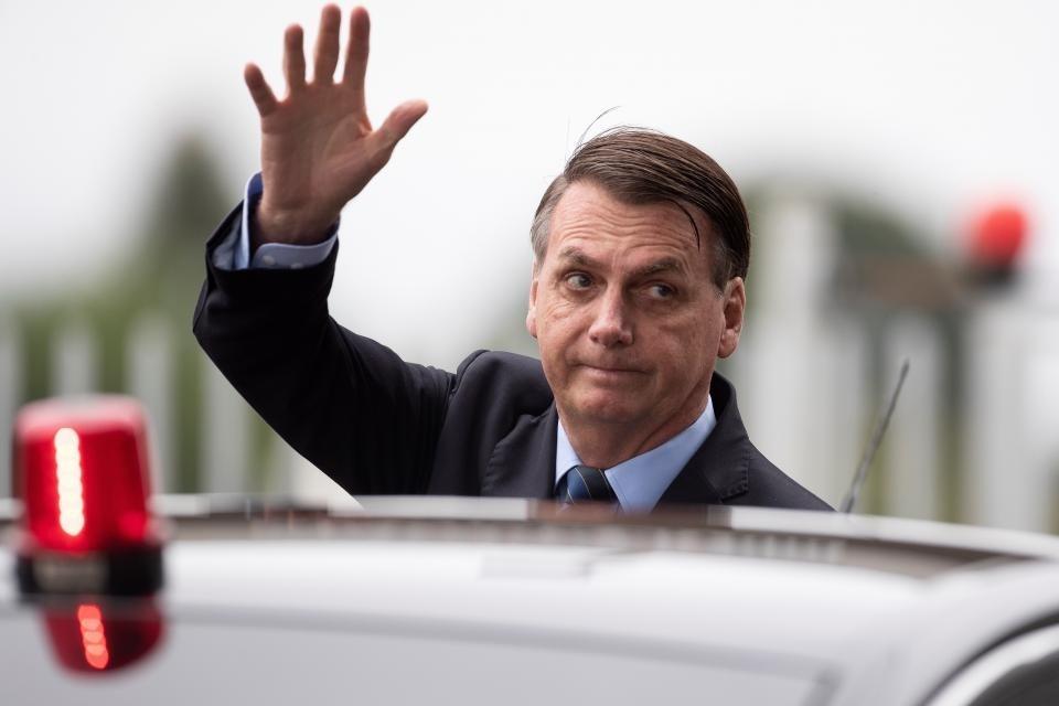 En plena pandemia Bolsonaro cambia ministro