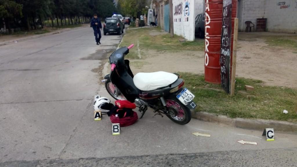 San Luis: una moto en la que viajaban tres personas chocó con un auto