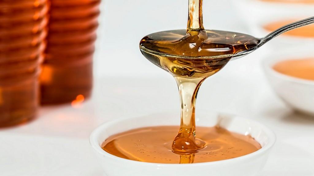 La ANMAT prohibió la venta y el uso de una miel, productos médicos y cosméticos