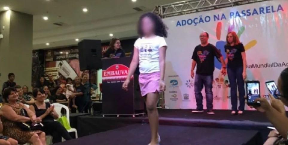 Polémica en Brasil: promueven adopción con desfile de nenes huérfanos