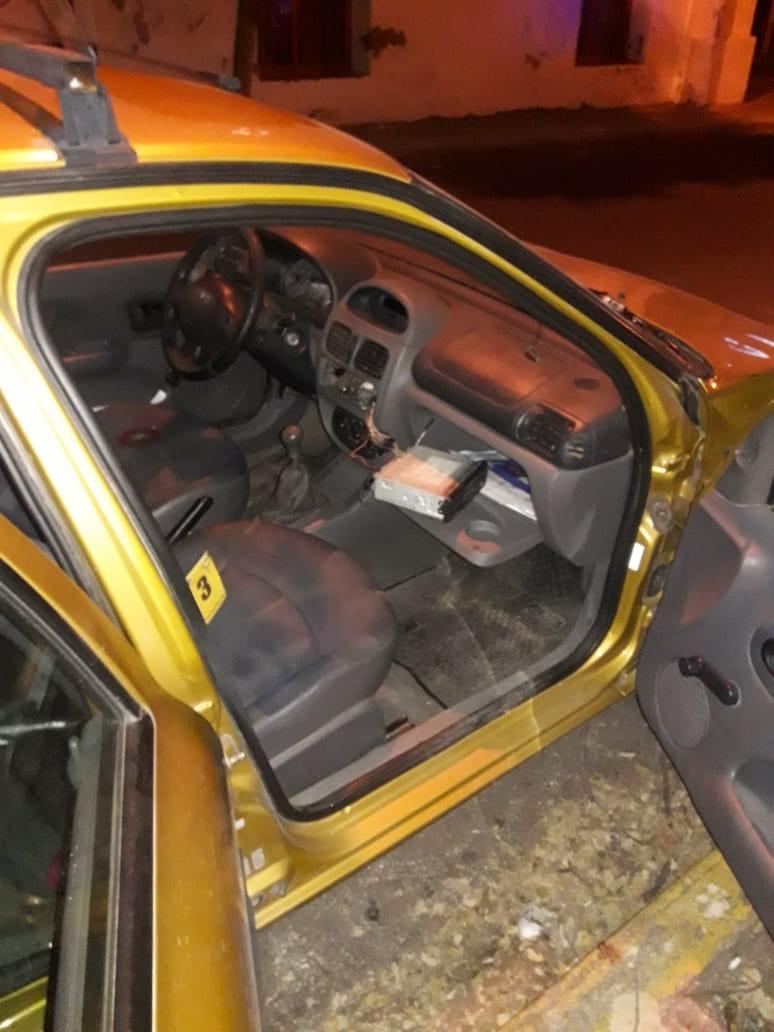 San Luis: detuvieron a un hombre que robaba el estéreo de un auto