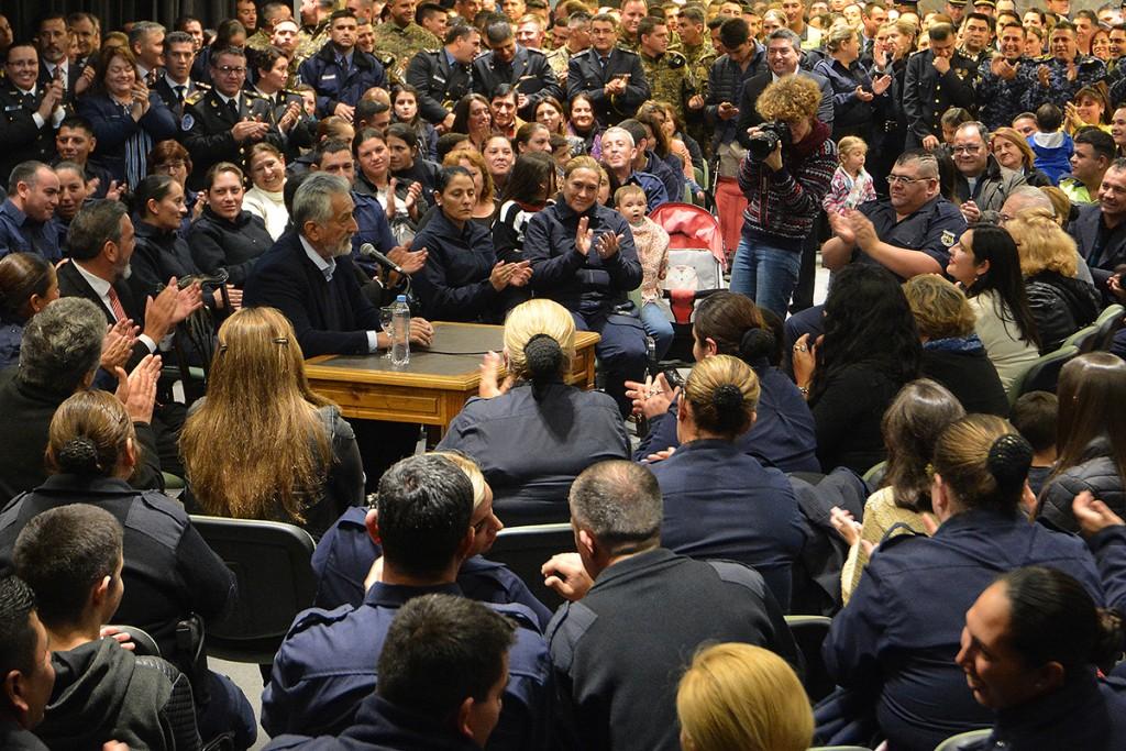 El gobernador Rodríguez Saá puso en marcha el nuevo escalafón que beneficiará a 2.426 integrantes de la Policía de San Luis