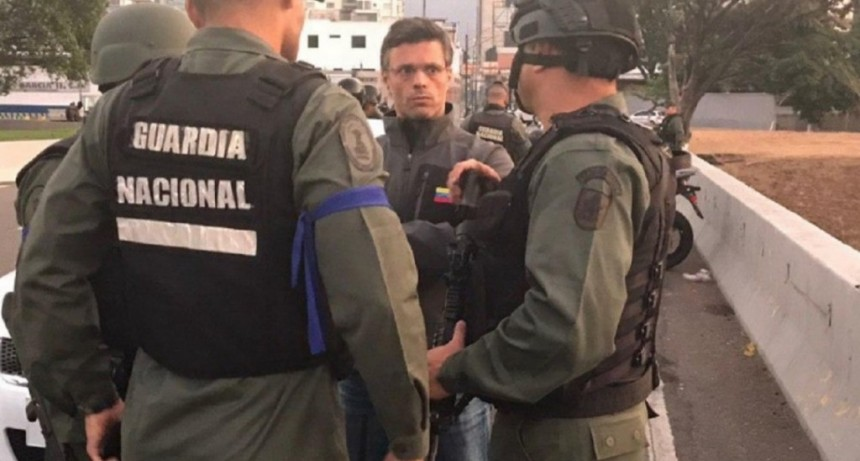 Tras el intento de golpe de Estado, Leopoldo López dejó la embajada de Chile y se fue a la de España