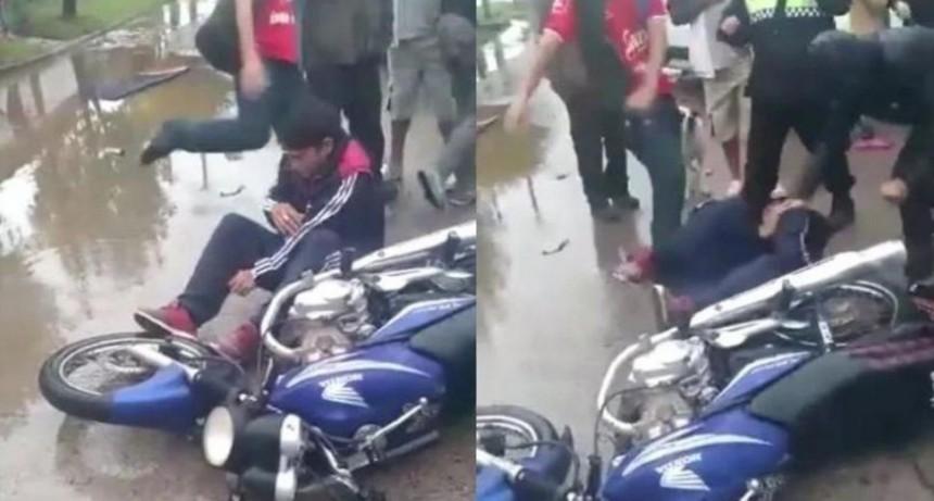 Motochorro pidió llorando que vecinos dejaran de golpearlo