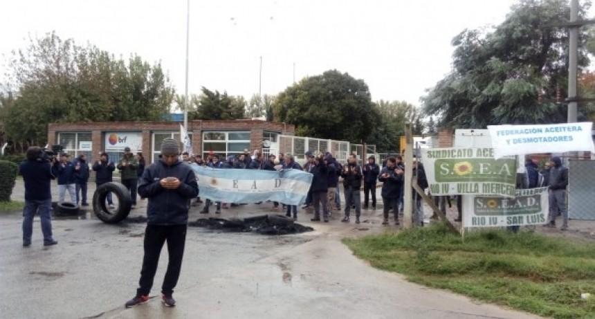 Reincorporarán a los 30 empleados despedidos de una fabrica de Villa Mercedes
