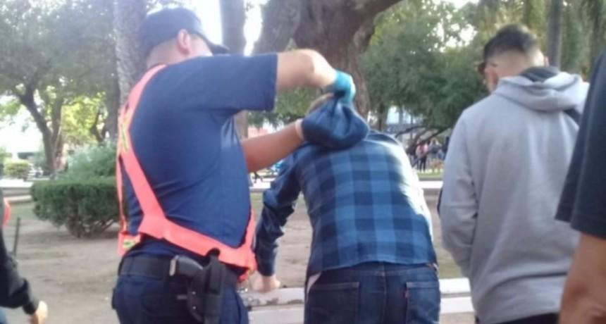 San Luis: detuvieron a dos personas que consumían drogas y alcohol en la plaza Pringles