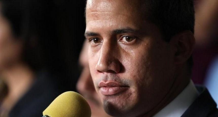 Crisis en Venezuela: Guaidó llamó a nuevas protestas y avanza hacia los cuarteles militares
