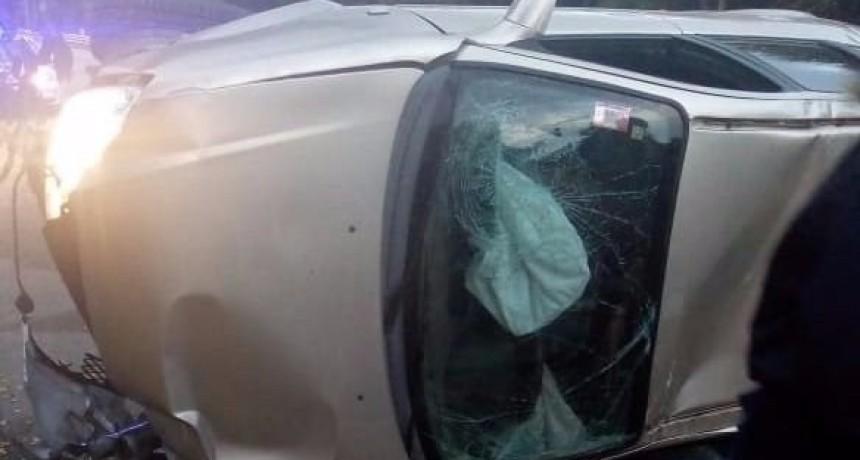 San Luis: un auto volcó en la avenida del Portezuelo