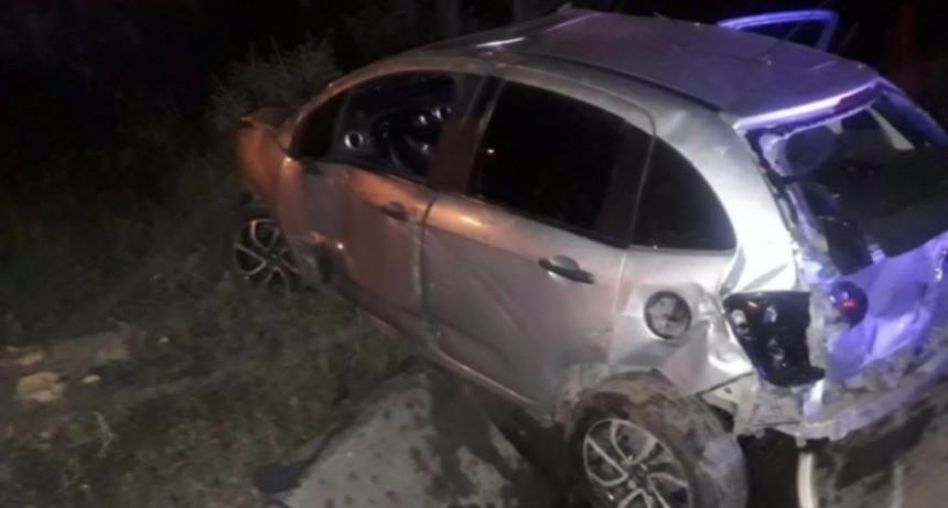 San Luis: un auto volcó sobre un canal en la Avenida Santos Ortiz