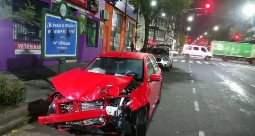 Motociclista murió en violento choque contra un auto en Flores