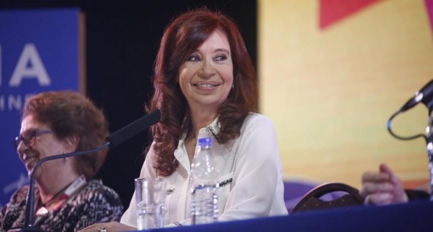 Cristina propuso un contrato social ciudadano en respuesta a los 10 puntos de Macri