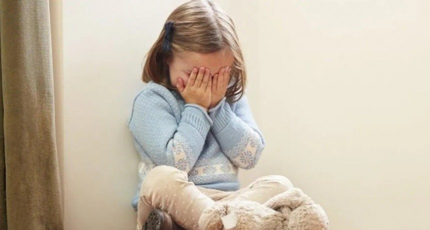 Mamá maltratadora secuestró a su hija y su padre está desesperado