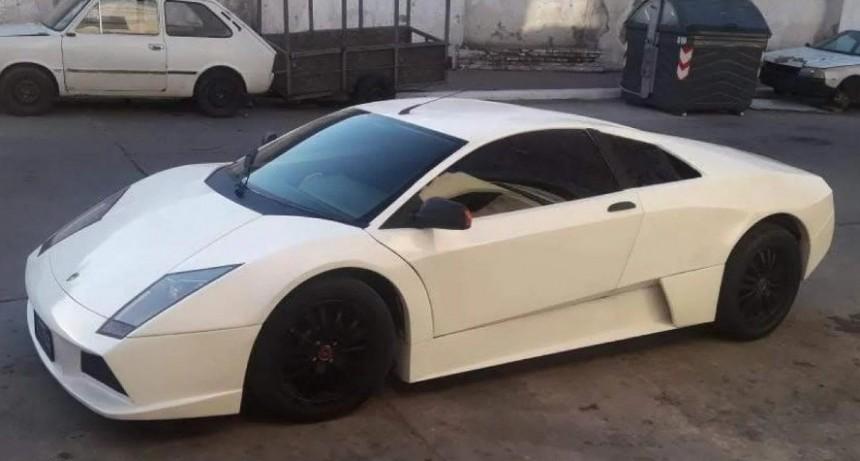 Un puntano cumplió su sueño y convirtió una Renault Fuego en un Lamborghini artesanal