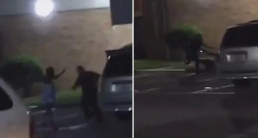 Policía acribilla a una mujer pese a que gritó que estaba embarazada