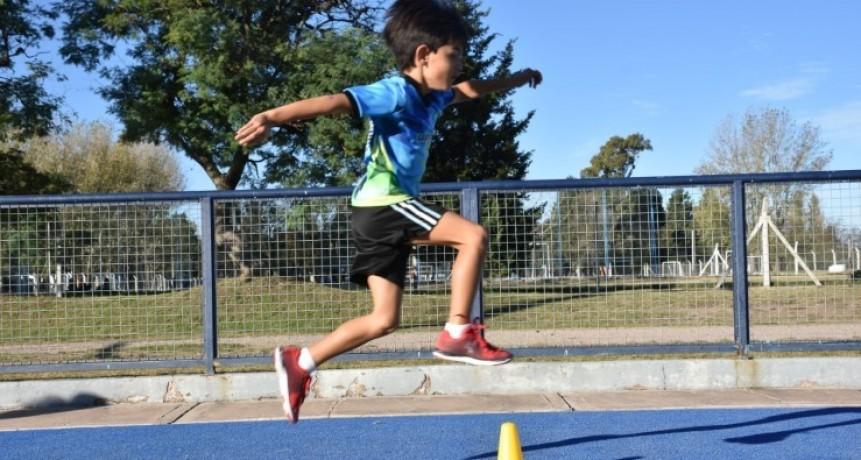 """Realizaron un encuentro de mini atletismo en el """"Ave Fénix"""""""