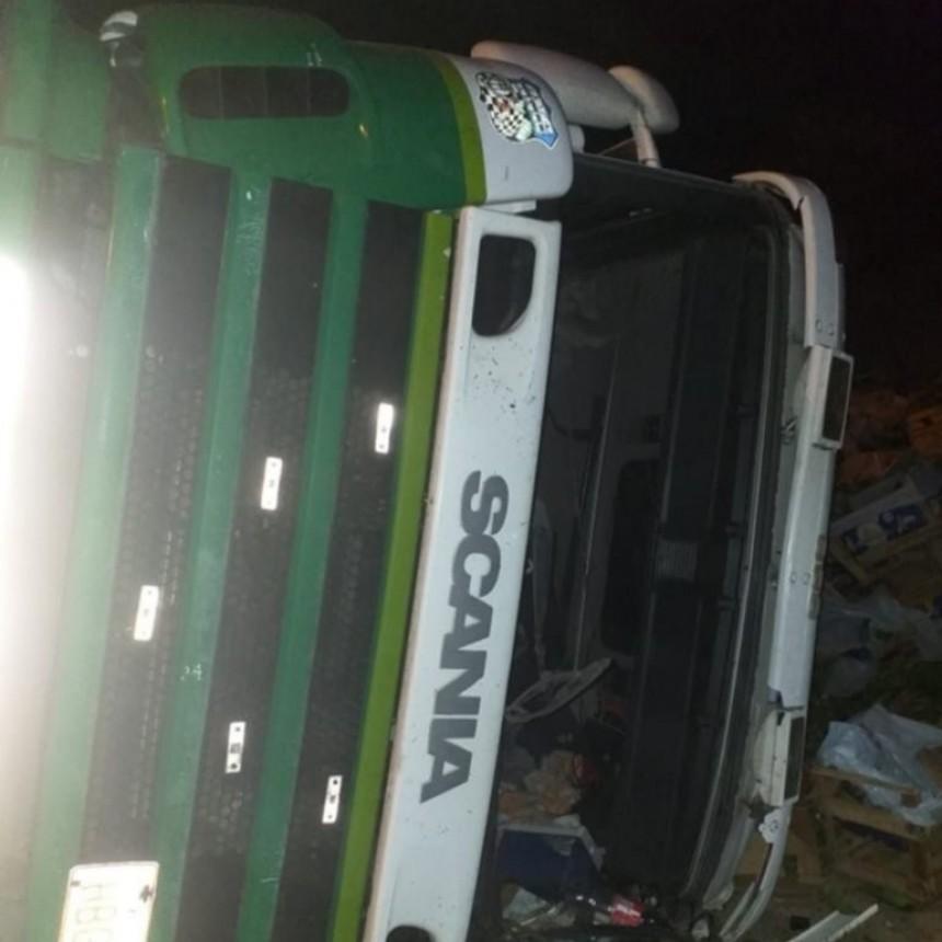 San Luis: un camión volcó en la Autopista Serranías Puntana