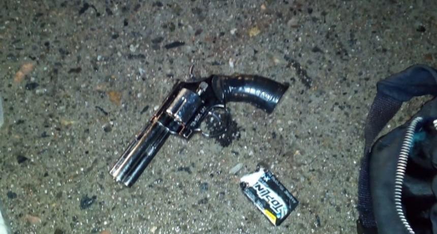 San Luis: detuvieron a dos hombres con una réplica de un revólver