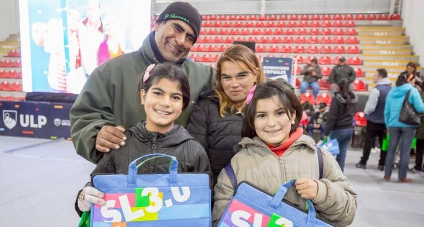 Se llevó a cabo la segunda entrega semanal de tabletas y netbooks en La Pedrera