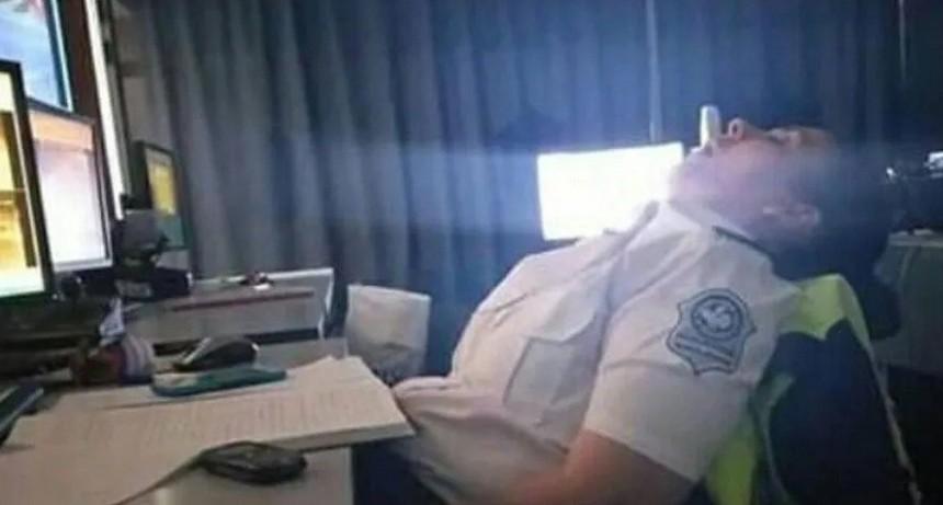 Escrachan a policías mientras dormían en Centro de Monitoreo