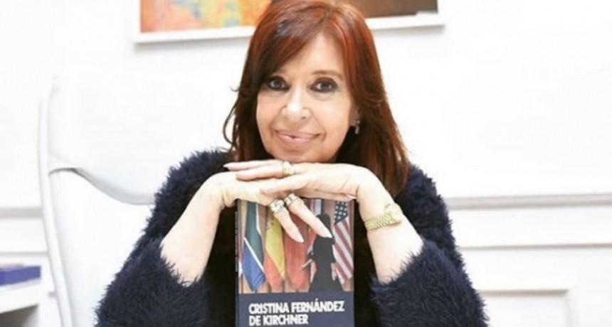 Tras el suceso editorial de Sinceramente, llegó a las librerías un nuevo libro de Cristina