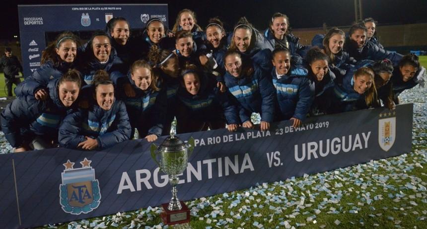 La Selección Argentina de fútbol femenino se despidió del país con un triunfo en San Luis