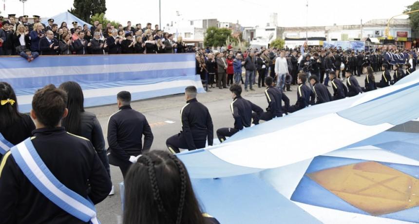 En una masiva y espectacular fiesta, el pueblo de San Luis homenajeó a la Patria
