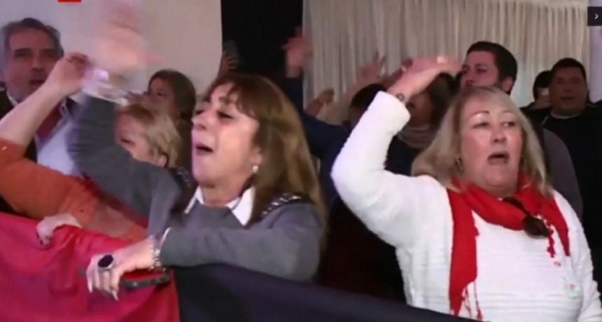 VIDEO: Cantos e insultos contra Macri en la Convención Nacional de la UCR