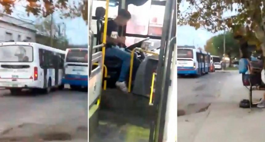 Glew: un borracho se puso a manejar un colectivo y lo chocó