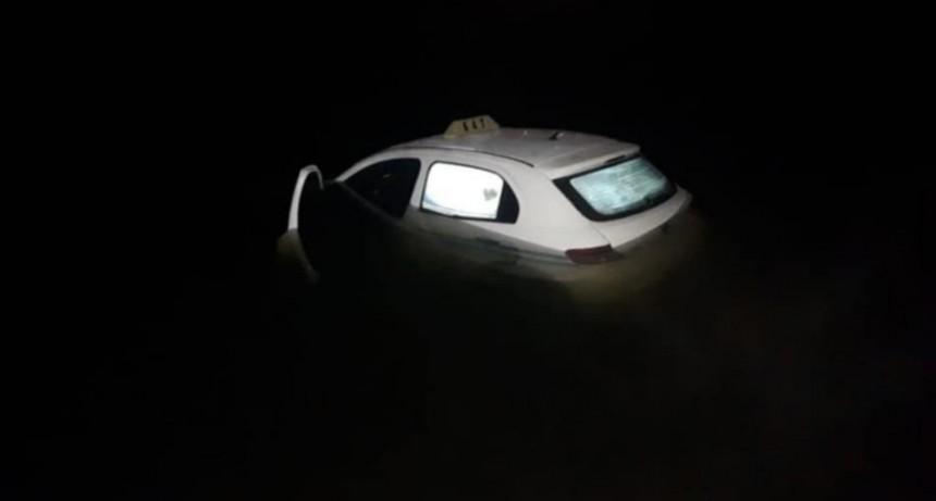 San Luis: un auto terminó dentro del lago Potrero de los Funes