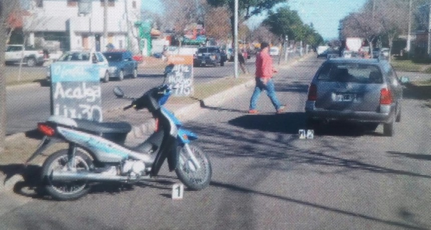 San Luis: un auto y una moto protagonizaron un accidente en la Avenida Centenario