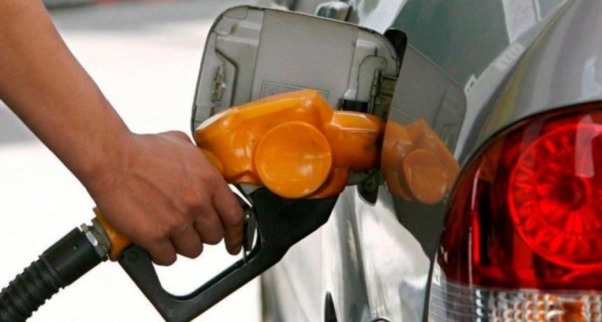El Gobierno oficializó la postergación del aumento en la nafta hasta el 1° de julio