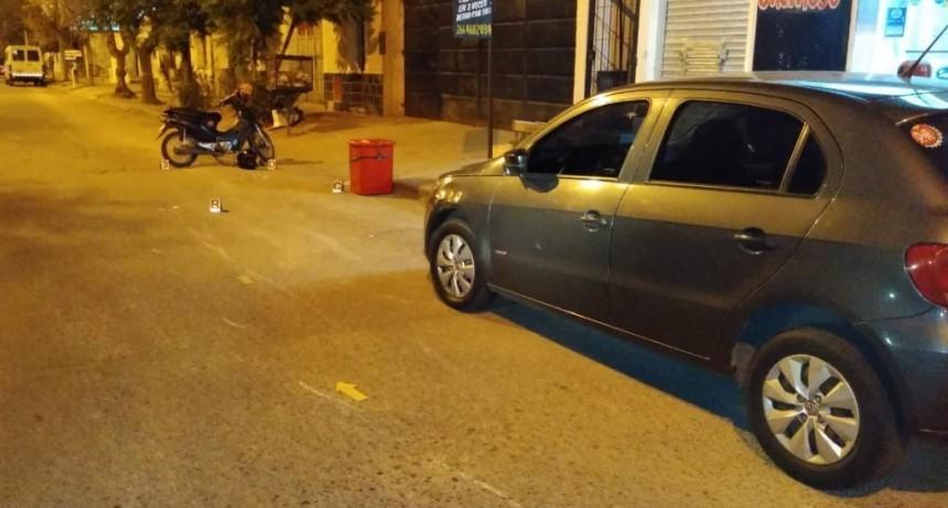 San Luis: una motocicleta embistió a un peatón y chocó con un auto que estaba estacionado