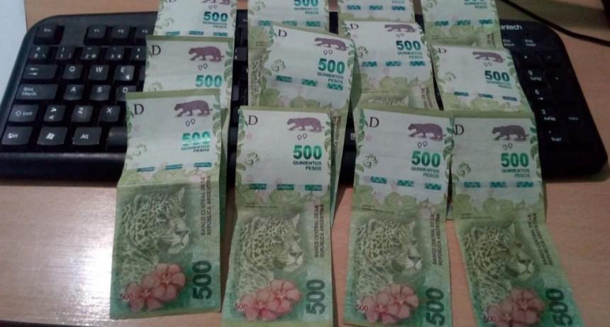 San Luis: auxiliares de la policia le devolvieron $5000 a una joven que los había perdido
